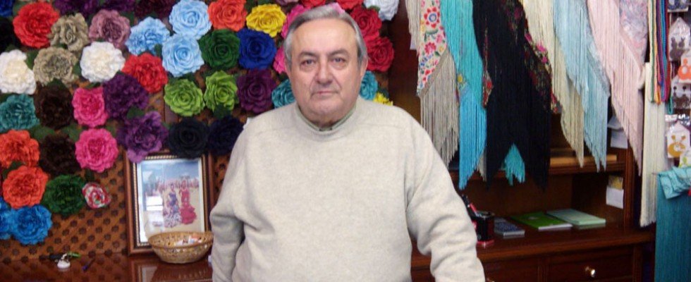 """81007ca6e Paco Álvarez, """"El traje de gitana es el que más embellece a una ..."""